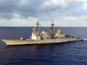 """Thế giới - Tàu khu trục Mỹ """"lượn"""" gần đảo nhân tạo, khiêu khích TQ"""