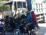 Tin tức trong ngày - Xe tải đang chạy bốc cháy, tài xế kịp thoát thân