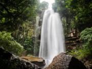 """Khám phá thị trấn  """" ma """"  trong rừng ở Campuchia"""