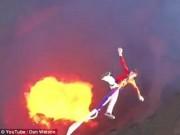 Thế giới - Video: Mạo hiểm nhảy bungee trên núi lửa đỏ rực