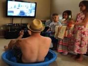 Tranh vui - Đừng bao giờ để bé ở nhà một mình với các ông bố