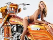 """Ảnh người đẹp và xe - Siêu mô tô khủng cũng không """"nóng"""" bằng người đẹp"""