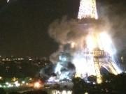 Tháp Eiffel bốc khói dữ dội sau vụ khủng bố ở Pháp