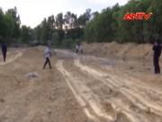 Video An ninh - Di dời gấp 100 tấn bùn thải Formosa chôn lấp ở Hà Tĩnh