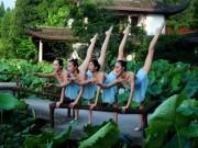 Bạn trẻ - Cuộc sống - Dàn gái trẻ TQ nhảy múa ở hồ sen gây tranh cãi