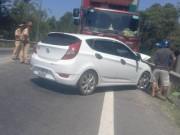 Tin tức trong ngày - Giảm tốc bất ngờ, 3 ô tô tông nhau liên hoàn