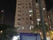 Tin tức trong ngày - Giải cứu nam thanh niên có ý định tự tử ở tòa nhà 16 tầng