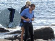 """Ca nhạc - MTV - Tom Hiddleston bị """"soi"""" đi một đôi giày hẹn hò Taylor Swift"""