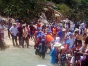 Tin tức trong ngày - Sập nhà hàng hải sản, hàng trăm thực khách rơi xuống biển