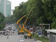 """Tin tức trong ngày - Xem """"hươu cao cổ"""" 32m cắt tỉa cây xanh tại Hà Nội"""