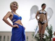 Bạn trẻ - Cuộc sống - Choáng với màn thi bikini của bô lão Trung Quốc