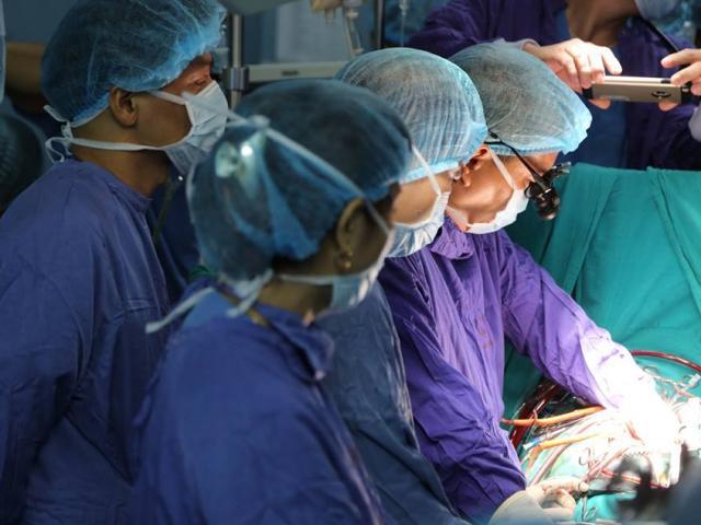 Con ngã bị chết não, mẹ đồng ý hiến tạng cứu 4 người