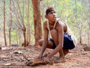 Phi thường - kỳ quặc - Chàng trai Ấn Độ thích sống như khỉ trong rừng