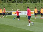 Bóng đá - Ronaldo hì hục tập gym, Messi say mê tập sút
