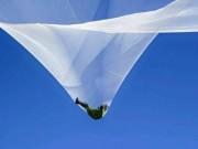 Thế giới - Rợn người cú nhảy từ độ cao hơn 7,6 km không cần dù