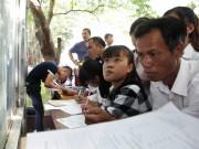 Giáo dục - du học - Ảnh: Thí sinh, phụ huynh chen nhau đăng ký hồ sơ xét tuyển đại học