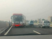 Tin tức trong ngày - Xe khách chạy ngược chiều 3km trên cao tốc HN-HP