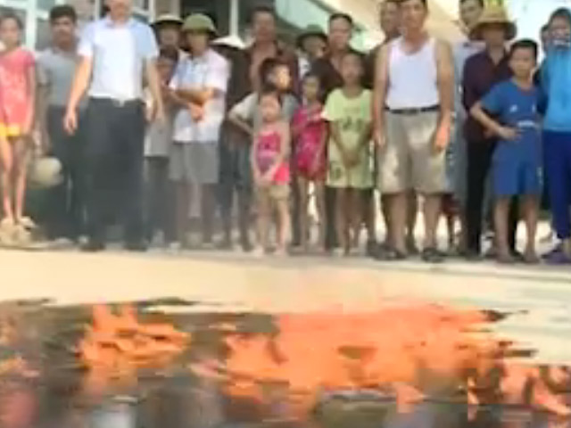 Clip: Nước giếng tại Quảng Ninh bốc cháy nghi ngút