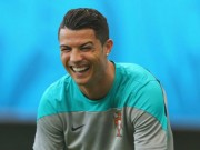 Bóng đá - Clip triệu người xem: Ronaldo giả cảnh sát hù bạn