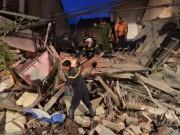 Video An ninh - Clip: Sập nhà giữa Thủ đô, 5 người mắc kẹt