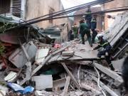 Tin tức trong ngày - Chùm ảnh hiện trường đổ nát sau vụ sập nhà 4 tầng ở HN