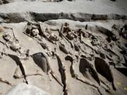 Thế giới - Bí ẩn 80 bộ xương người bị trói tay bằng xích ở Hy Lạp