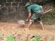 Tin tức trong ngày - Hàng ngàn m3 bùn đất ập xuống khu dân cư
