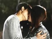 """Video: Nhã Phương  """" cướp """"  nụ hôn đầu của mỹ nam xứ Hàn"""