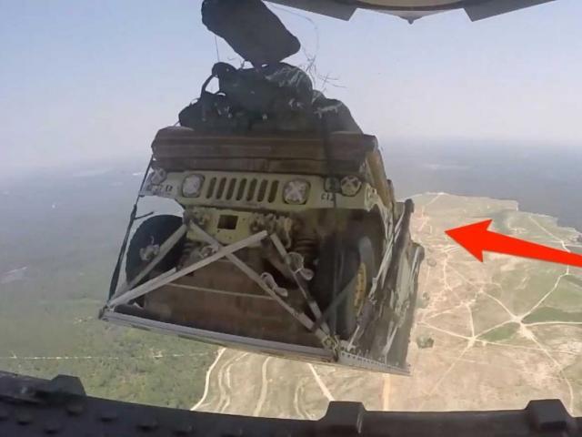 Nga thả xe tăng từ trên trời xuống đất luyện bắn nhau - 3