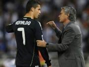 """Bị chê bai, Ronaldo  """" đáp trả """"  Mourinho"""
