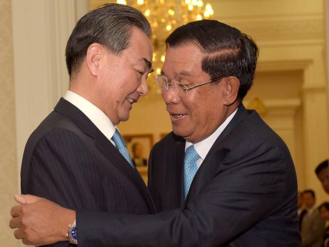 Được Trung Quốc bơm tiền, Campuchia mất gì?