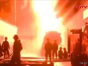 Video An ninh - Cháy xe bồn tại cây xăng: Do đốt vàng mã!