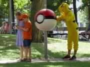 Video Clip Cười - Người người chạy toán loạn vì bị Pokemon săn trên phố