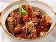 Đổi món cơm trưa với đùi vịt kho măng khô ngon tuyệt