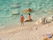 Du lịch - Gần 60% du khách Anh thích đi du lịch khỏa thân
