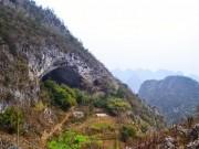 Du lịch - Kỳ lạ ngôi làng trong hang động có lớp học, sân bóng rổ