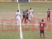 Bóng đá - SỐC: Nhận thẻ đỏ, cầu thủ đấm trọng tài tới tấp