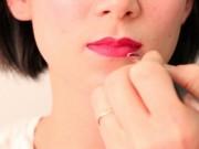 Làm đẹp - Bí quyết tô son môi đúng màu, lâu phai