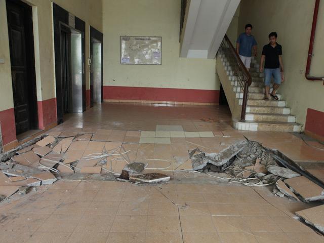 HN: Nền nhà chung cư sập trong đêm, dân hoảng loạn