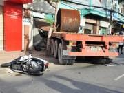 Tin tức trong ngày - TPHCM: Container cuốn 2 phụ nữ vào gầm, 1 người tử vong