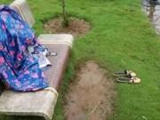 Tin tức trong ngày - Bỏ lại tư trang cùng xe máy, người vợ trẻ nhảy hồ tự tử