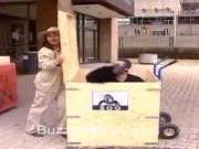 """Video Clip Cười - Clip hài: Hoang mang khi gặp """"Gozila"""" giữa phố"""