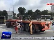Video An ninh - Thai phụ 7 tháng chết thảm dưới bánh xe container