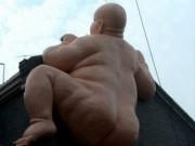 Thế giới - Tượng đàn ông khỏa thân khổng lồ ở TQ bị buộc phá dỡ