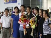 Thể thao - Về nước, Tiến Minh và bạn gái được hân hoan chào đón