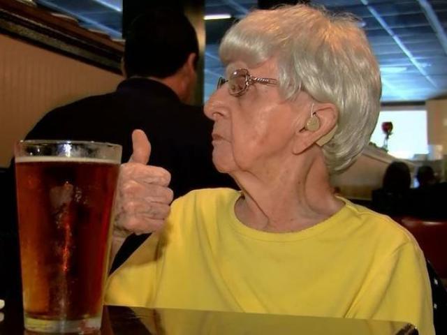 Mỹ: Sống lâu trăm tuổi nhờ uống bia mỗi ngày