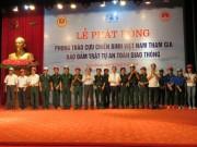 Honda VN trao tặng mũ bảo hiểm đạt chuẩn cho cựu chiến binh Tuyên Quang