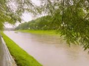 Tin tức trong ngày - Sông Tô Lịch đen ngòm bỗng đẹp lạ lùng sau cơn bão