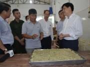 Thị trường - Tiêu dùng - Phát hiện phụ gia TQ không tem tại cơ sở sản xuất bánh trung thu