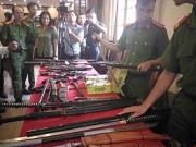 Tin tức trong ngày - Có nên tăng quyền sử dụng súng cho CSGT?